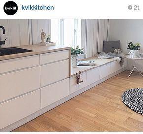 Bankje in de keuken met bijpassende kastjes en blad!