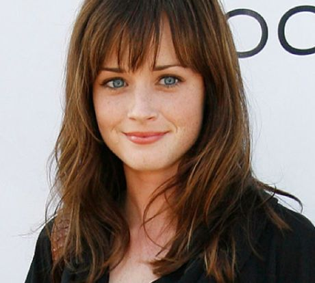 14 Celebrities That Are Actually Incredibly Shy Celebrity Mozo Page 13 Rory Gilmore Hair Hair Styles Hairstyles With Bangs