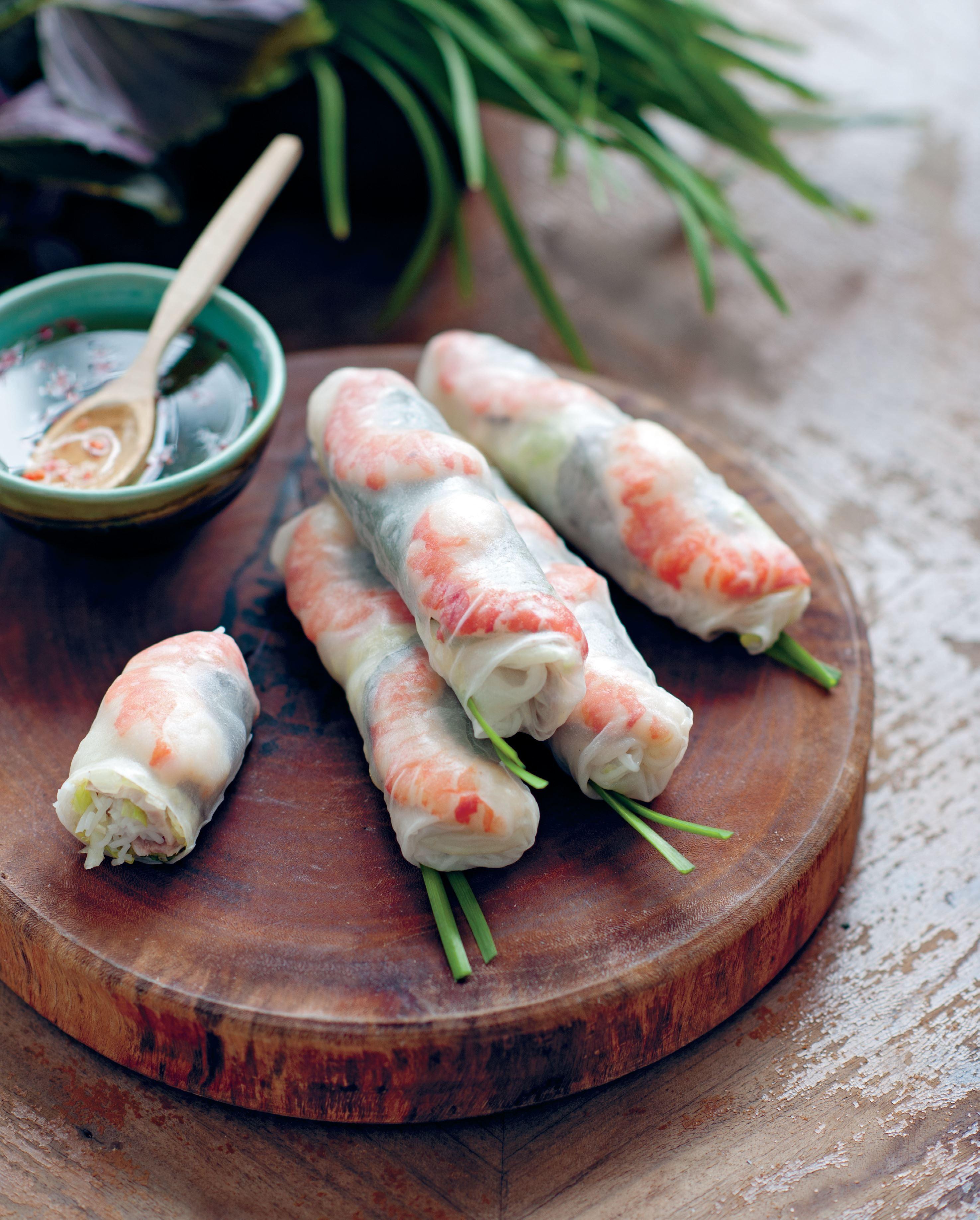 Rouleaux De Printemps Vietnamiens Aux Crevettes Et Porc Easy Vietnamese Recipes Soft Rice Paper Rolls With Prawns And Pork