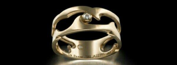 Untamed narrow band ring