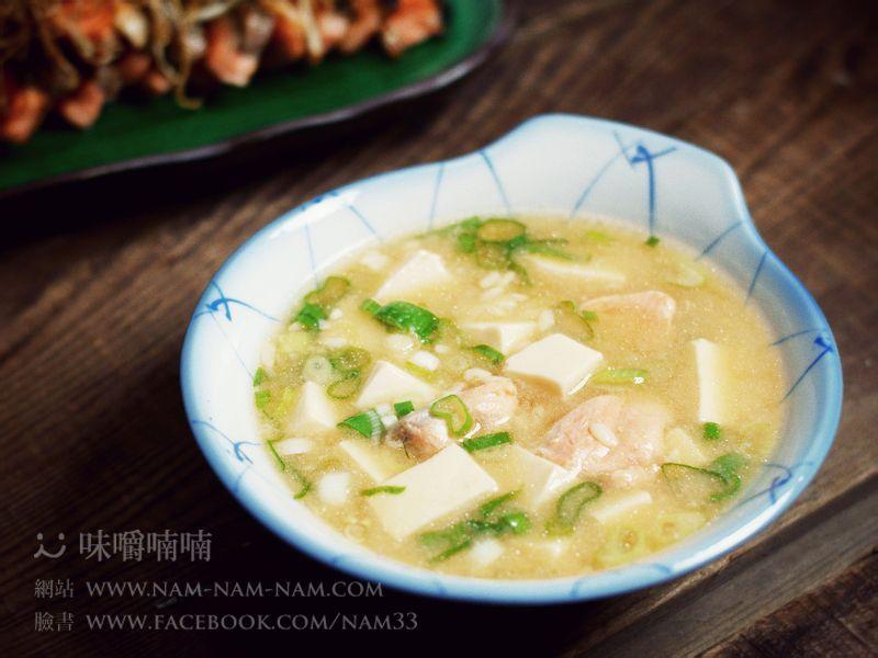 【超~好吃食譜】鮭魚夜:酒釀鮭魚豆腐味噌湯!!