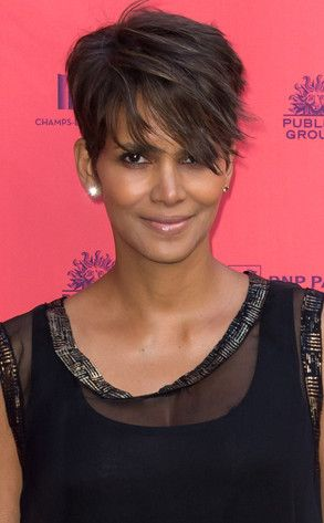 is pregnant halle berry growing out her hair again