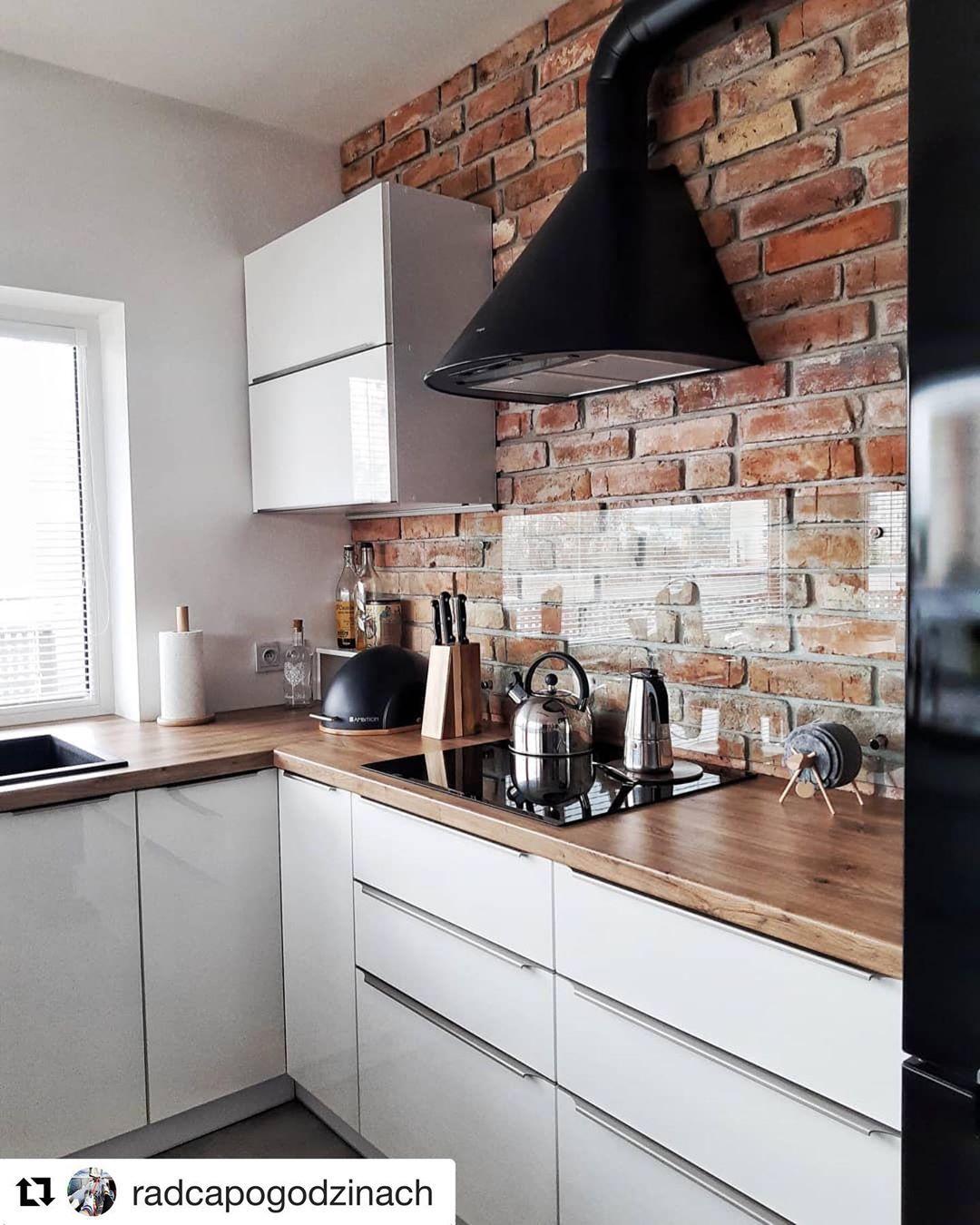 Biala Kuchnia Cegla I Czarny Okap U Radcapogodzinach Homebook Homedec Kitchen Design Kitchen Interior Kitchen Inspirations