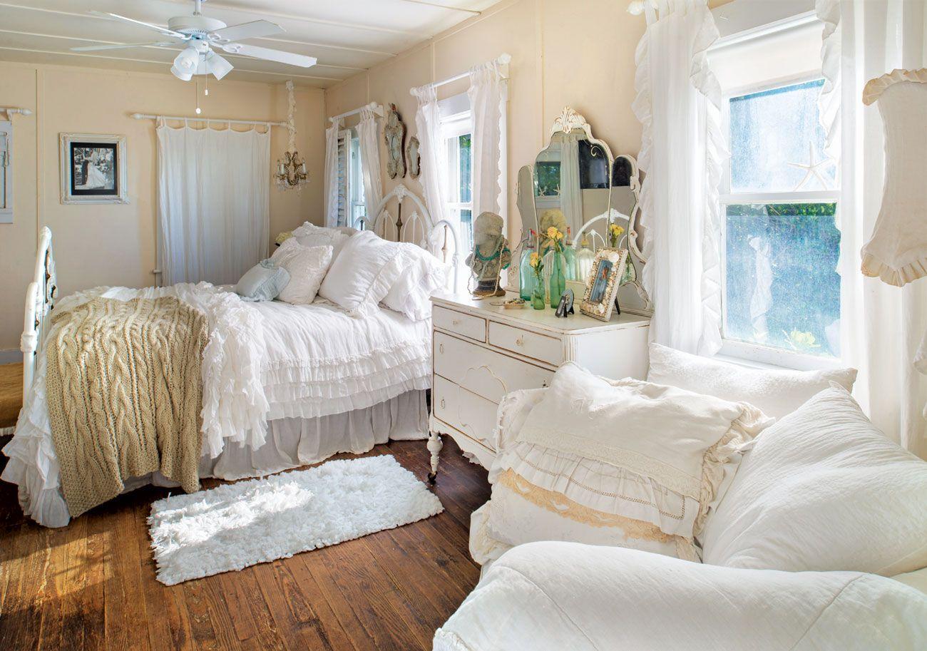 House Tour: A Romantic Beach Bungalow | Cottage style ...