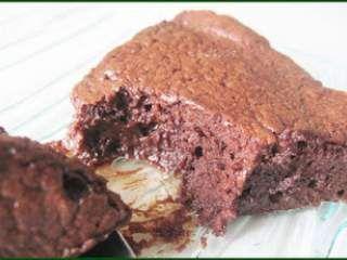 Gâteau fondant mousseux au chocolat (comme une mousse au chocolat)