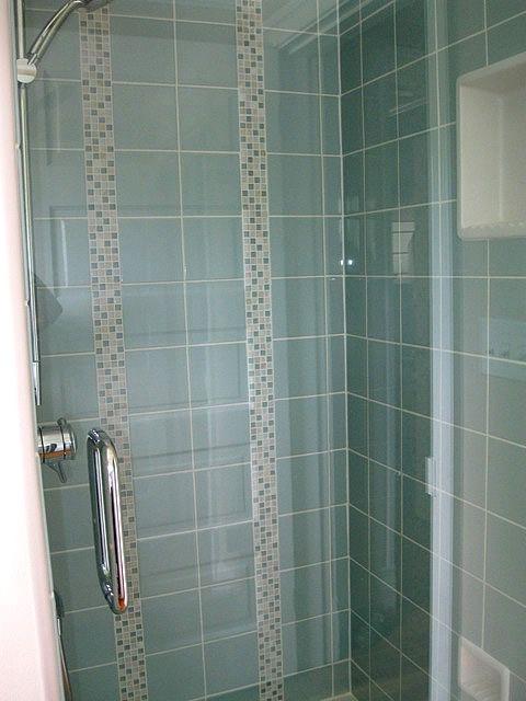 Vertical Accent Tiles In 2019 Bath Tiles Bathroom Niche
