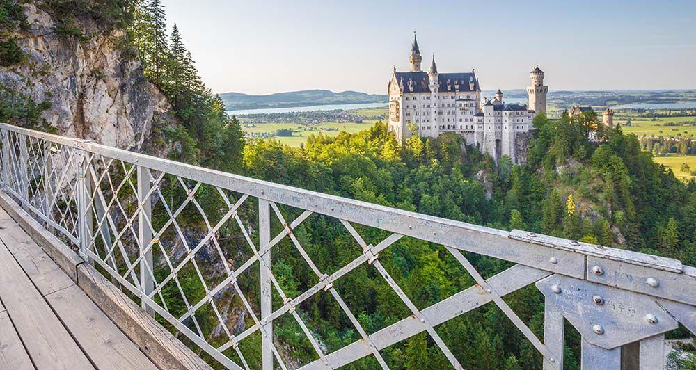 Schloss Neuschwanstein Schwangau Germany In 2020 Kasteel Neuschwanstein Bezienswaardigheden Oude Stad