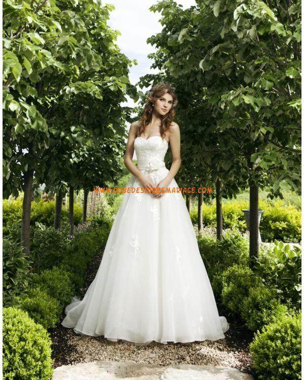 Robe de mariée bustier broderies fleur 3D