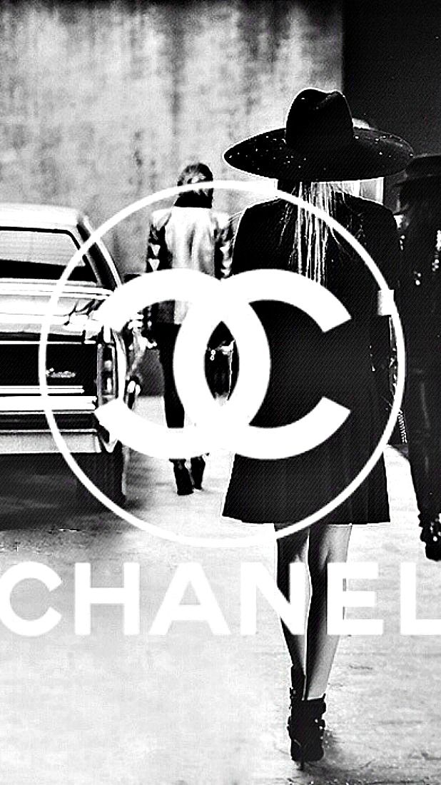 Chanel Follow us on Instagram // smtofficial Noir et