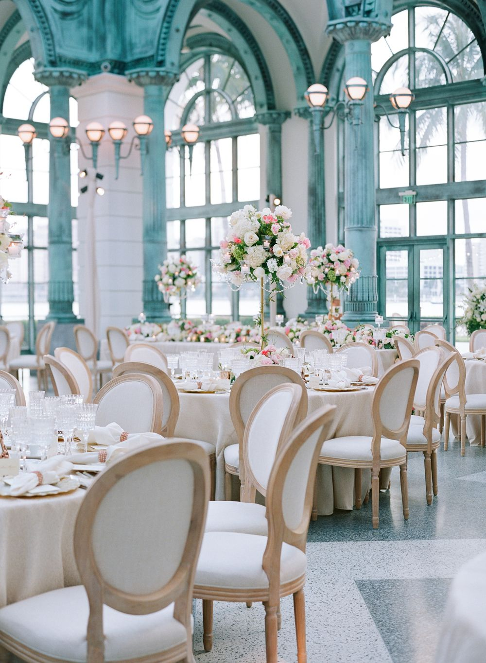 Lavish Palm Beach Wedding With a Touch of Emerald Green ...