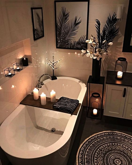Photo of Salle de bains noire et blanche