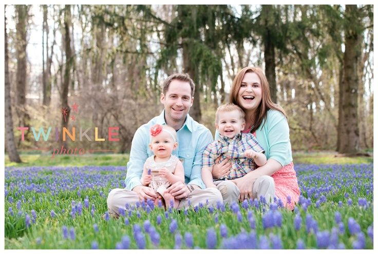 Spring Family Picture Clothing Ideas Spring Pose Whattowear Bright Colors Clothes Spring Family Pictures Family Photo Colors Family Photo Sessions