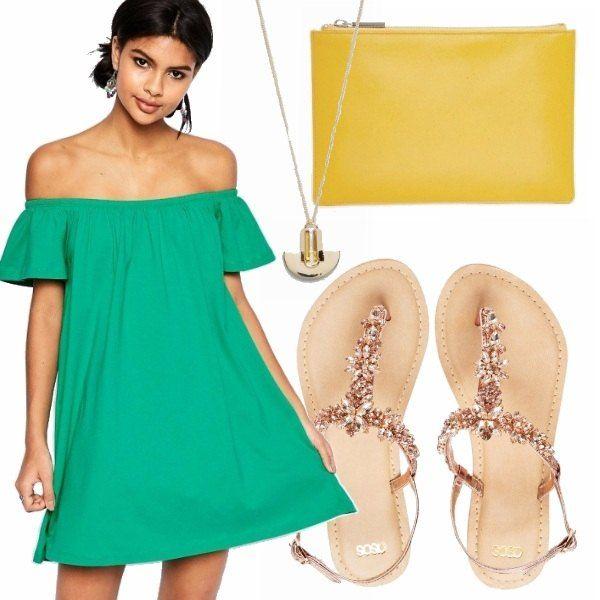 Vestito verde acceso che lascia le spalle scoperte, sandali con pietre, pochette gialla e collana pendente oro. Look sia da giorno che da sera, per esser sempre comode ma colorate.