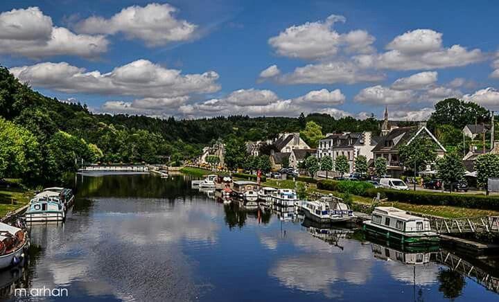 Saint Nicolas des eaux dans le Morbihan est un charmant petit village niché dans la vallée du Blavet.