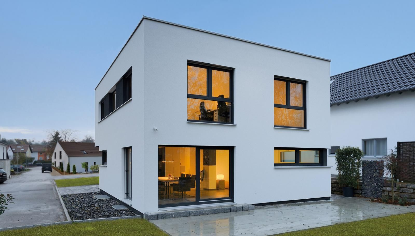 Weiss Fertighaus klar rational zeitlos bauhaus architektur fertighaus weiss