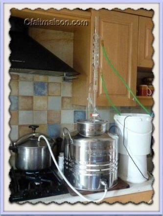 les diff rents proc d s pour fabriquer des huiles essentielles info sur la distillation fait. Black Bedroom Furniture Sets. Home Design Ideas
