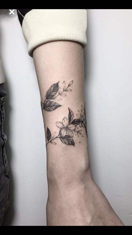 Like the wrap around vine Tatuagem pulso feminina