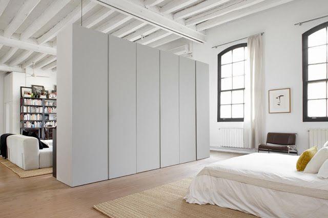 Goede oplossing grote kast als roomdivider bij slaapkamer