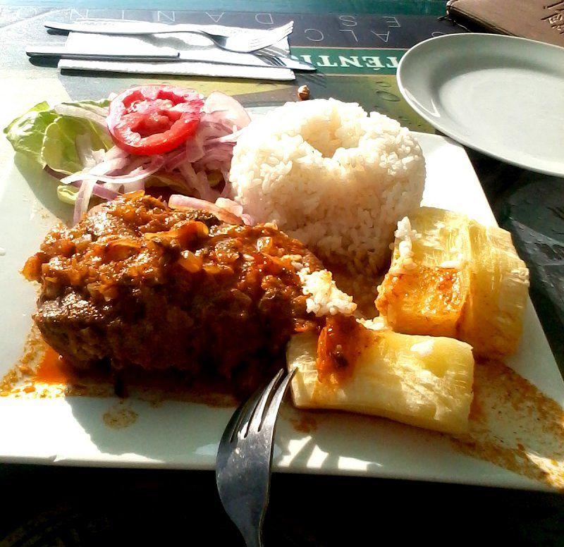 Seco de cabrito con sarsa, yuca y arroz. #seco #cabrito #yuca #arroz ...