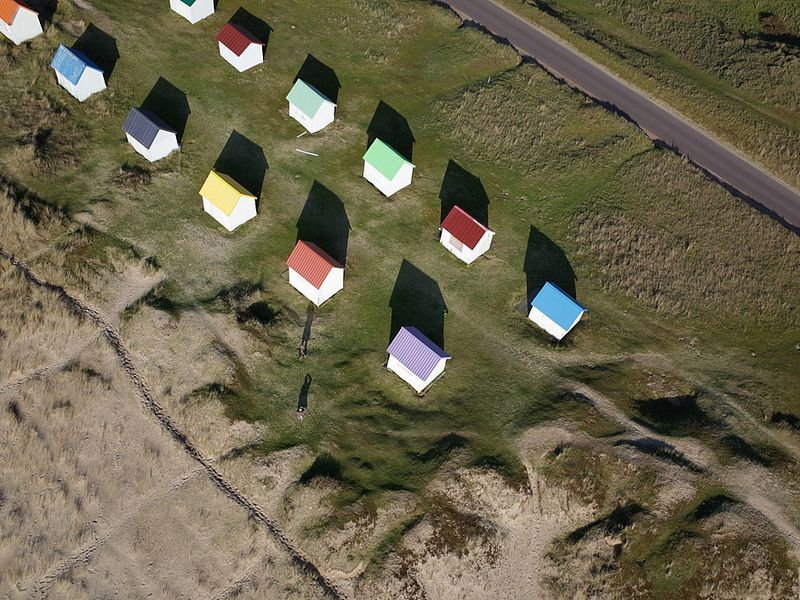 Cabines de plage à Gouville-sur-mer (Manche-FR)   par levaletfrancois