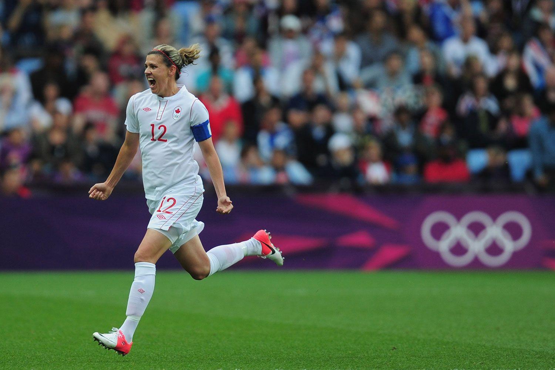How Christine Sinclair Inspires The Women S Soccer Team Soccer Soccer Players Women