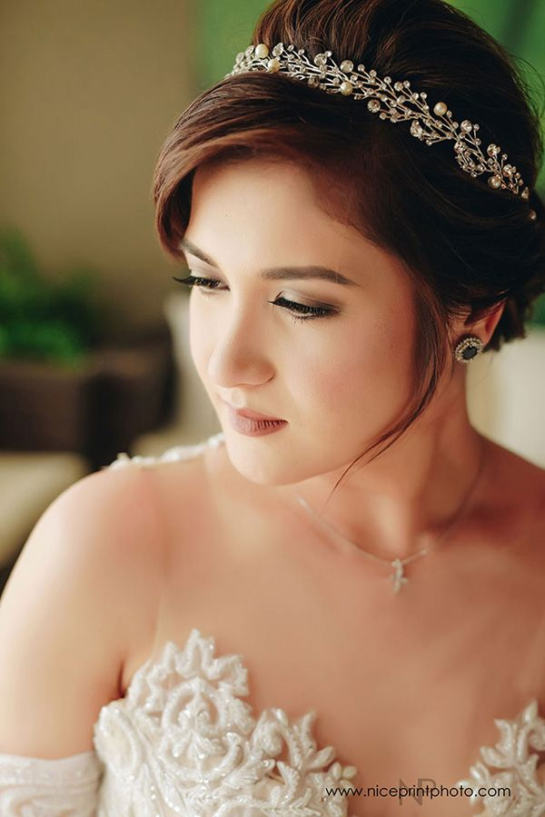 See The Photos Of Camille Prats And Vj Yambao S Lovely Wedding In Batangas Asian Bridal Makeup Bridal Hair Bride Hairstyles