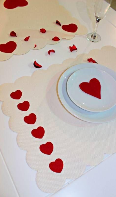 Sevgililer Günü Özel Ecru Zemin,2 Kırmızı Kalpli Dikdörtgen Amerikan Servis ve Runner | Amerikan Servisler | Sonsuz Dekorasyon