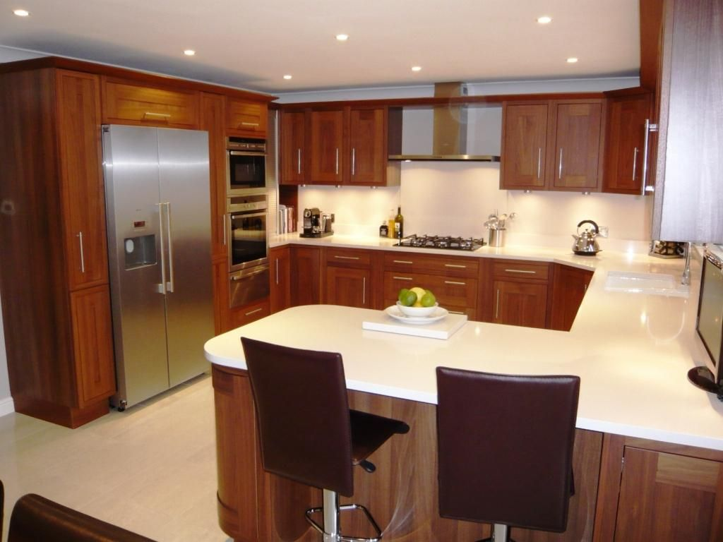 Small u shaped kitchen design ideas kool kitchens for What size dining table for 10x10 room