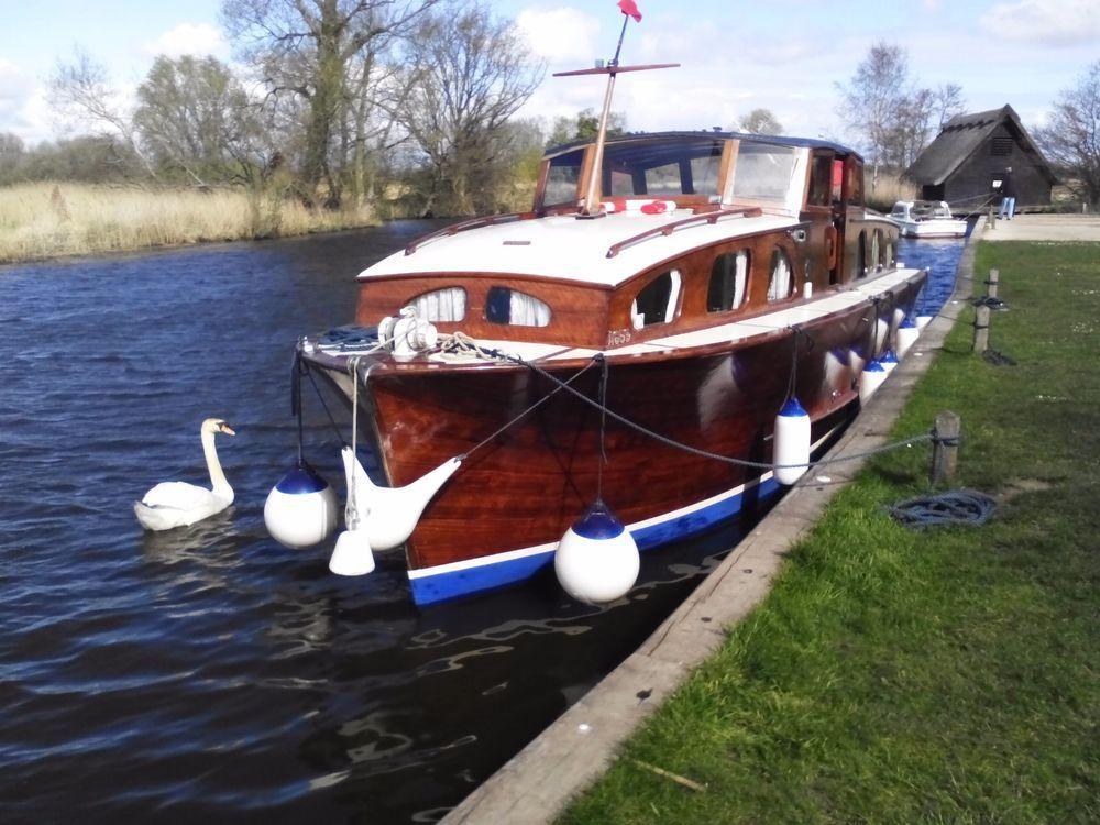 Boat Norfolk Broads Cruiser Vintage Clinker Classic Wooden