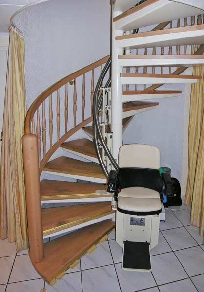 A Chairlift For A Spiral Staircase Www Hiro De En Stair Lifts Stair Lift Hiro 160 Inner S Dining Room Chairs Modern Outdoor Tables And Chairs Spiral Staircase