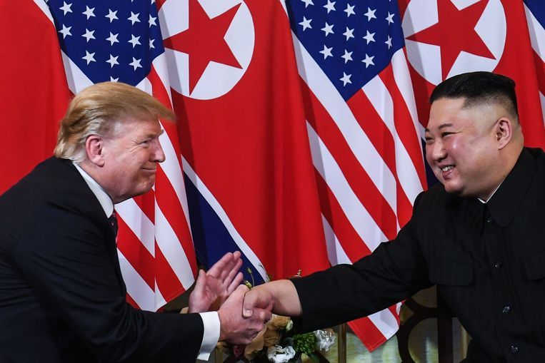 "US President Donald Trump says North Korean dictator Kim Jong-un apologizes for testing two short-range missiles. According to Trump, that is stated in a letter he received from Kim. Kim writes' very kindly, that he wants to meet me and start negotiations as soon as the joint American-South Korean army exercises are over. ""It was … The post Trump: Kim says ""small apology"" for rocket test appeared first on Afrinik."