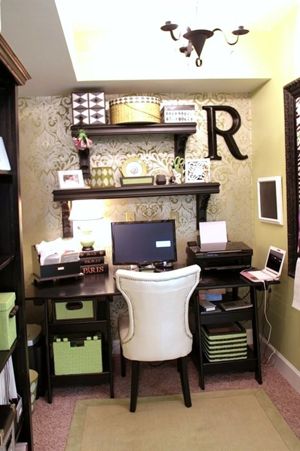 Cute small space office decor! HOME OFFICE IDEAS Pinterest