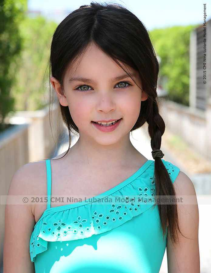 Our very editorial cool looking brooke future faces nyc for Modeling jobs nyc