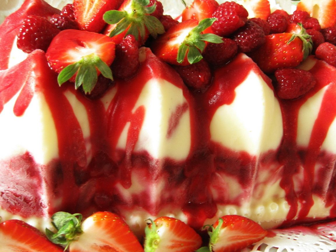 Food - Cakes and Sweet - Strawberry Ice Cream