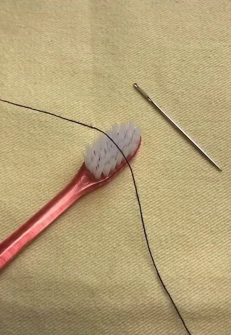 A handy method of threading a needle A handy metho