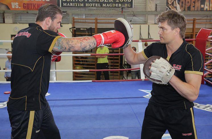 Es hat nicht sollen sein! Der Deutsche Meister im Schwergewicht Michael Wallisch aus dem SES Boxing-Team muss sich kurzfristig auf einen neuen Gegner im Kampf um die WBO-Europameisterschaft am 11. Juli in der Magdeburger GETEC-Arena einstellen.