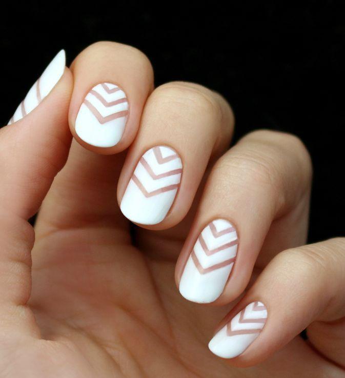 Estas ideas de manicura de invierno demuestran que las uñas blancas pueden ser elegantes