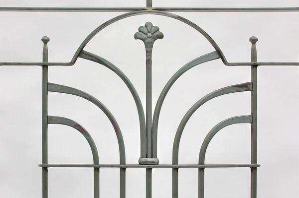 franz sischer balkon mit einem geschmiedetem schmuckelement blacksmith work schmiedearbeiten. Black Bedroom Furniture Sets. Home Design Ideas