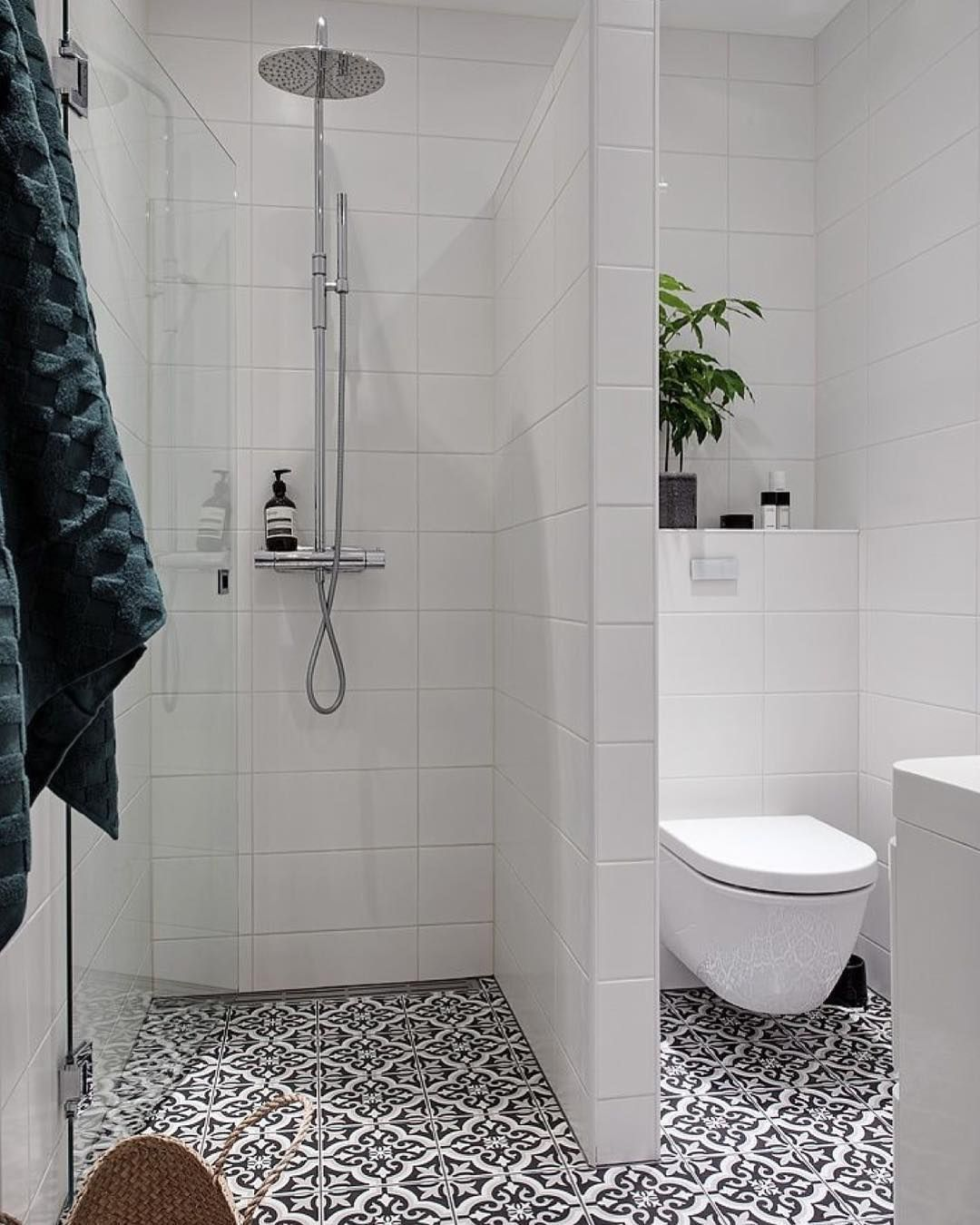 Douche A L Italienne 32 Modeles Reperes Sur Pinterest Small Bathroom Makeover Small Bathroom Small Bathroom Layout Small bathroom design plans