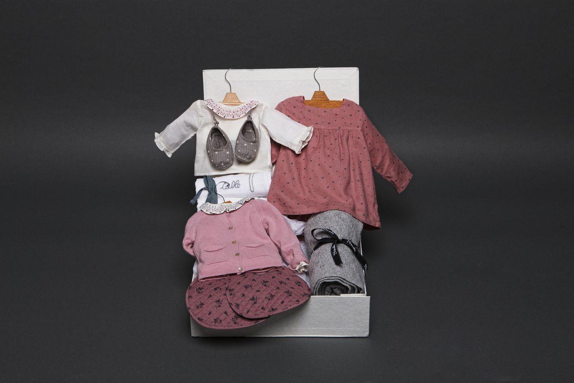 Caja #regalo grande con #ropa y #complementos de nuestra colección #bebe.