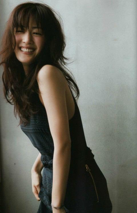 綾瀬はるか式「30歳で人生が終わらないオンナ」になる方法! Locari(ロカリ) Photo