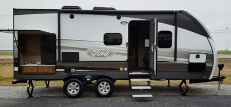 Ford 220RB Travel Trailer with roofmounted 13.5k BTU