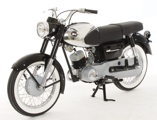 Learning To Fly 1965 Kawasaki B8 Classic Japanese Motorcycles Motorcycle Classics Kawasaki Motorcycles Japanese Motorcycle Kawasaki Motorcycles Sport Bikes