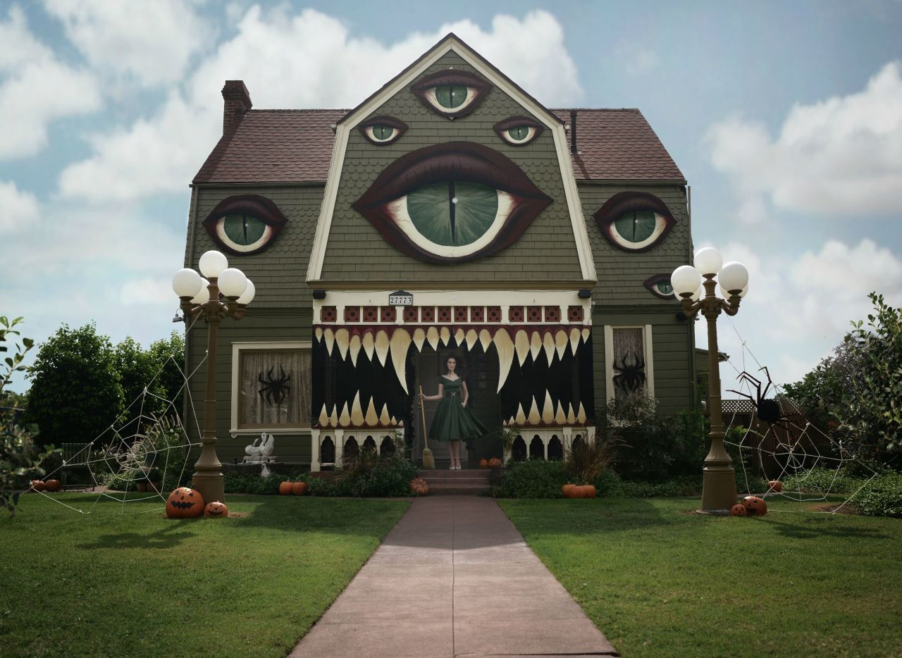 This Artist\u0027s Creative (and Creepy!) Haunted House Will Give You - halloween house decoration ideas