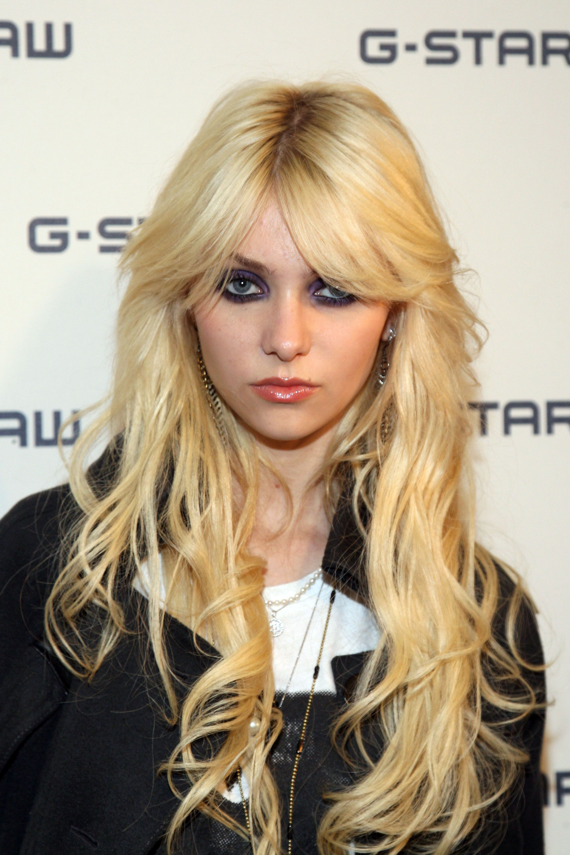 Celebrity Taylor Momsen naked (76 photos), Pussy, Is a cute, Selfie, butt 2006