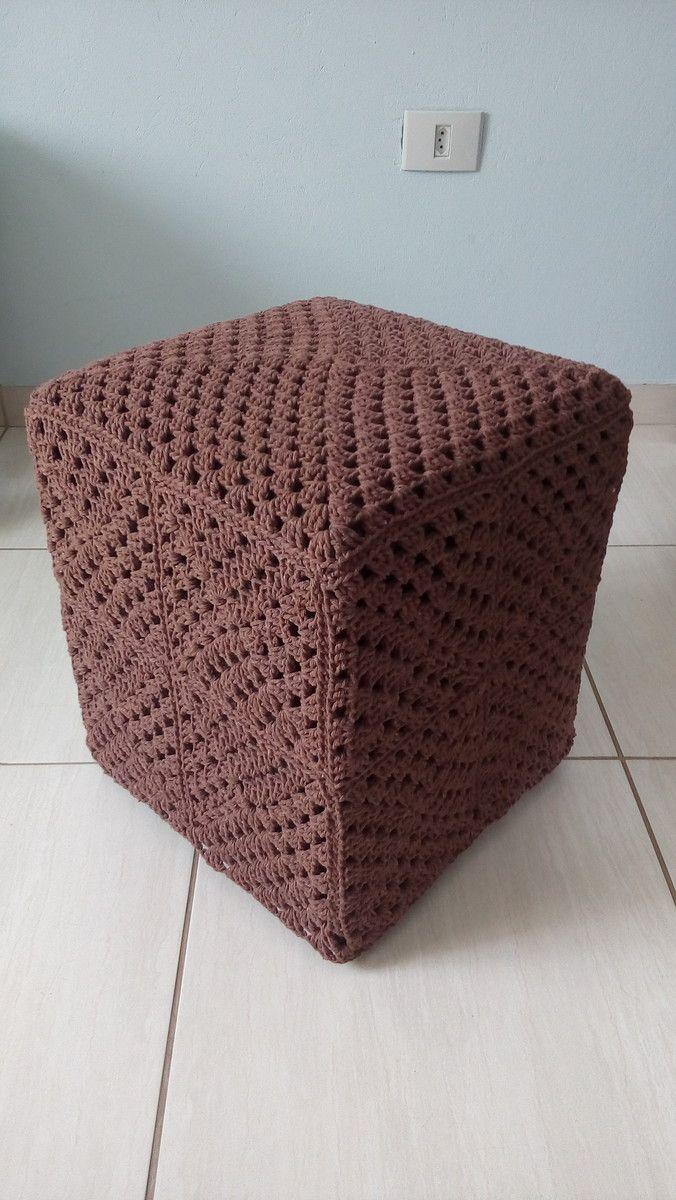 Capa para puff quadrado. Feita à mão em crochê. Material : barbante ...