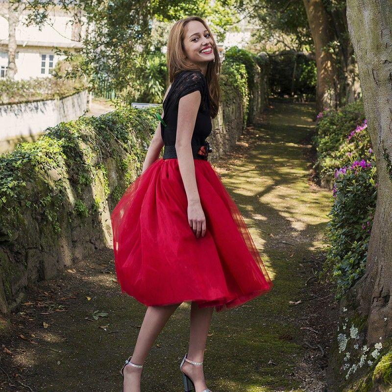 1501fd70ee Falda de tul tipo Carrie en color rojo hecha a medida y confeccionada a  mano en Galicia para ser la invitada perfecta