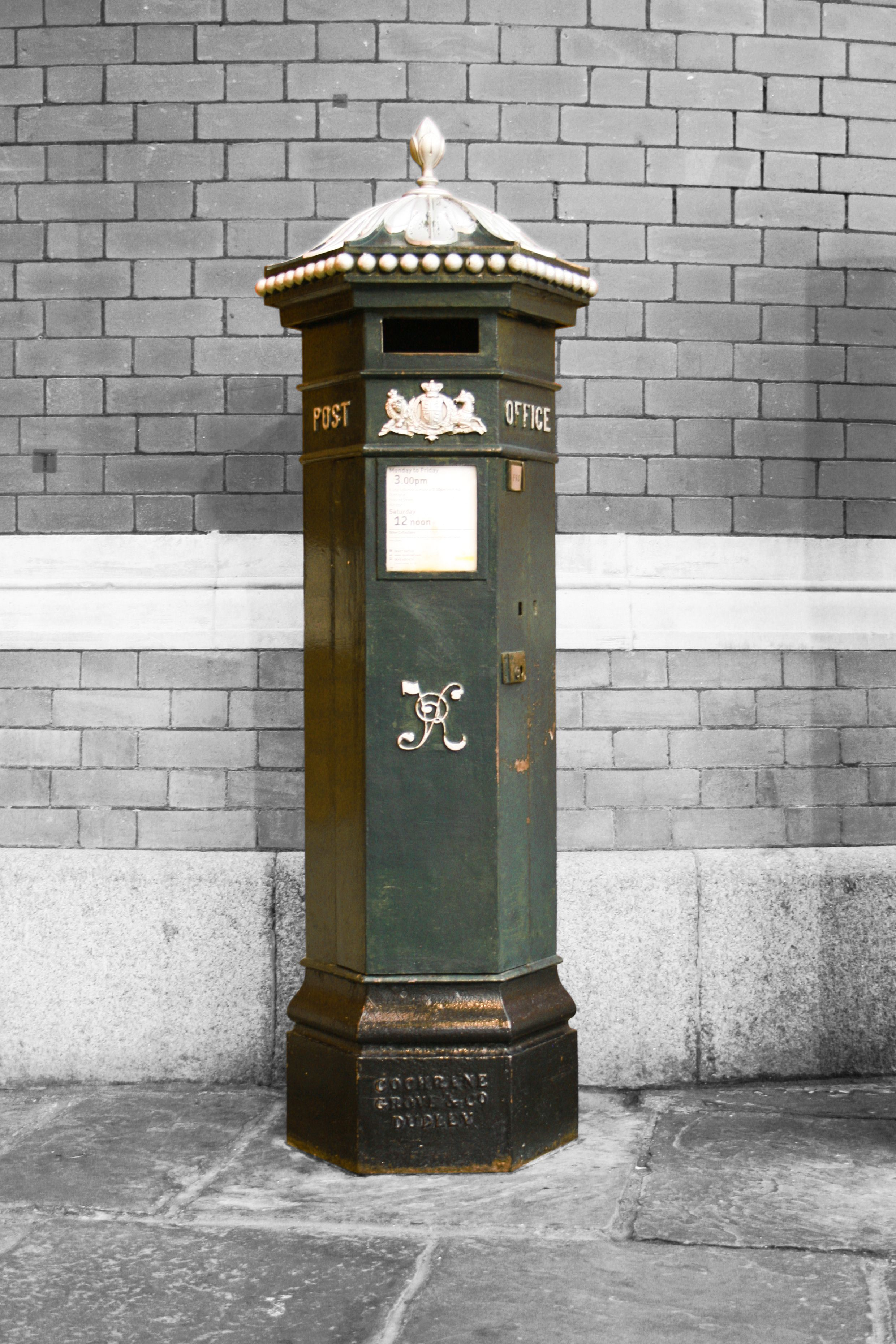 Victoria, Royal Windsor Arcade Old mailbox, Antique