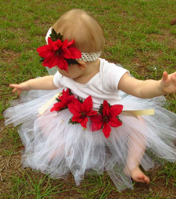 A beautiful Christmas outfit for baby girls! #poinsettias #Christmas