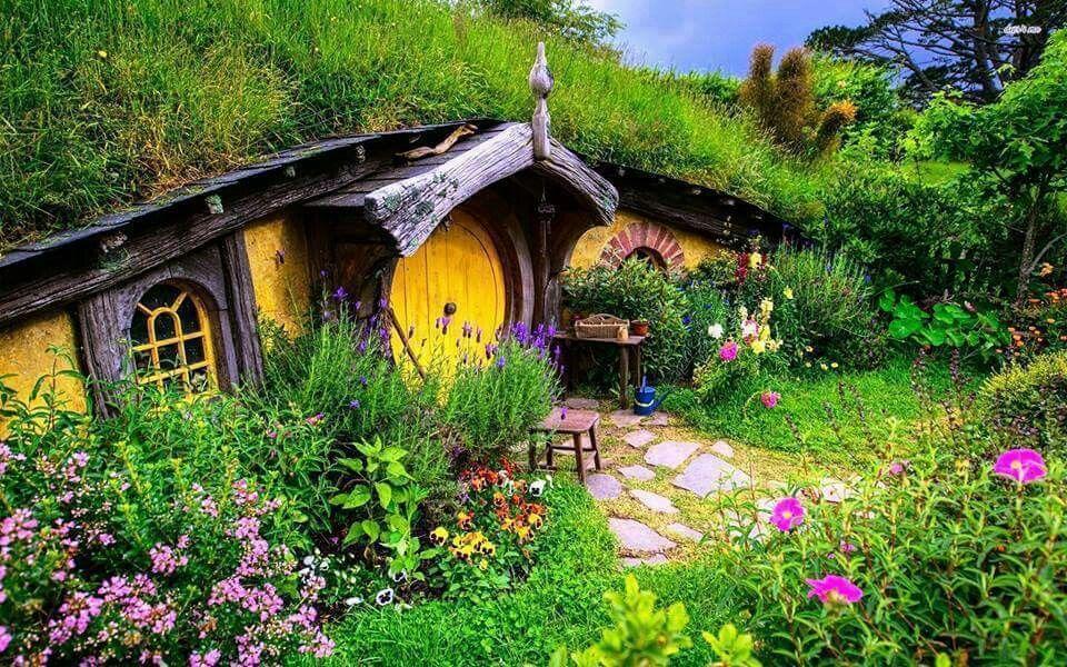 Hobbit house Cottage wallpaper, Hobbit house, House exterior